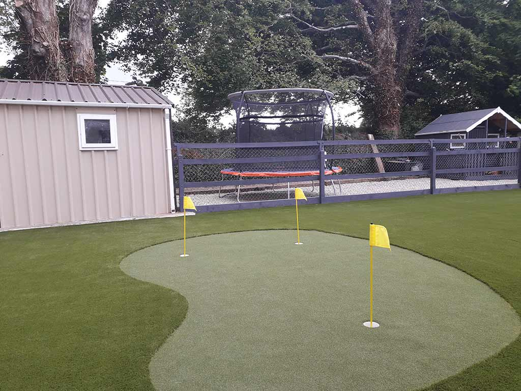 Back garden mini golf putting green