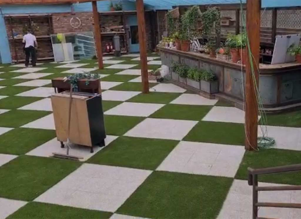 House Cafe Checkerboard Grass & Paving
